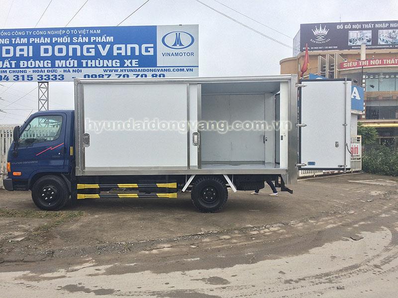 hyundai hd65 2,5 tấn thùng kín cửa đẩy