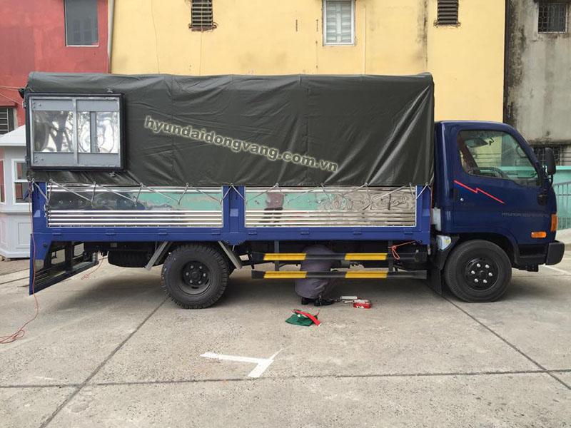 hyundai hd65 2,5 tấn thùng bạt
