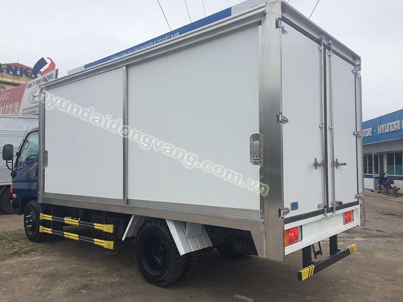 xe tải hyundai hd65 2,5 tấn thùng kín bảo ôn
