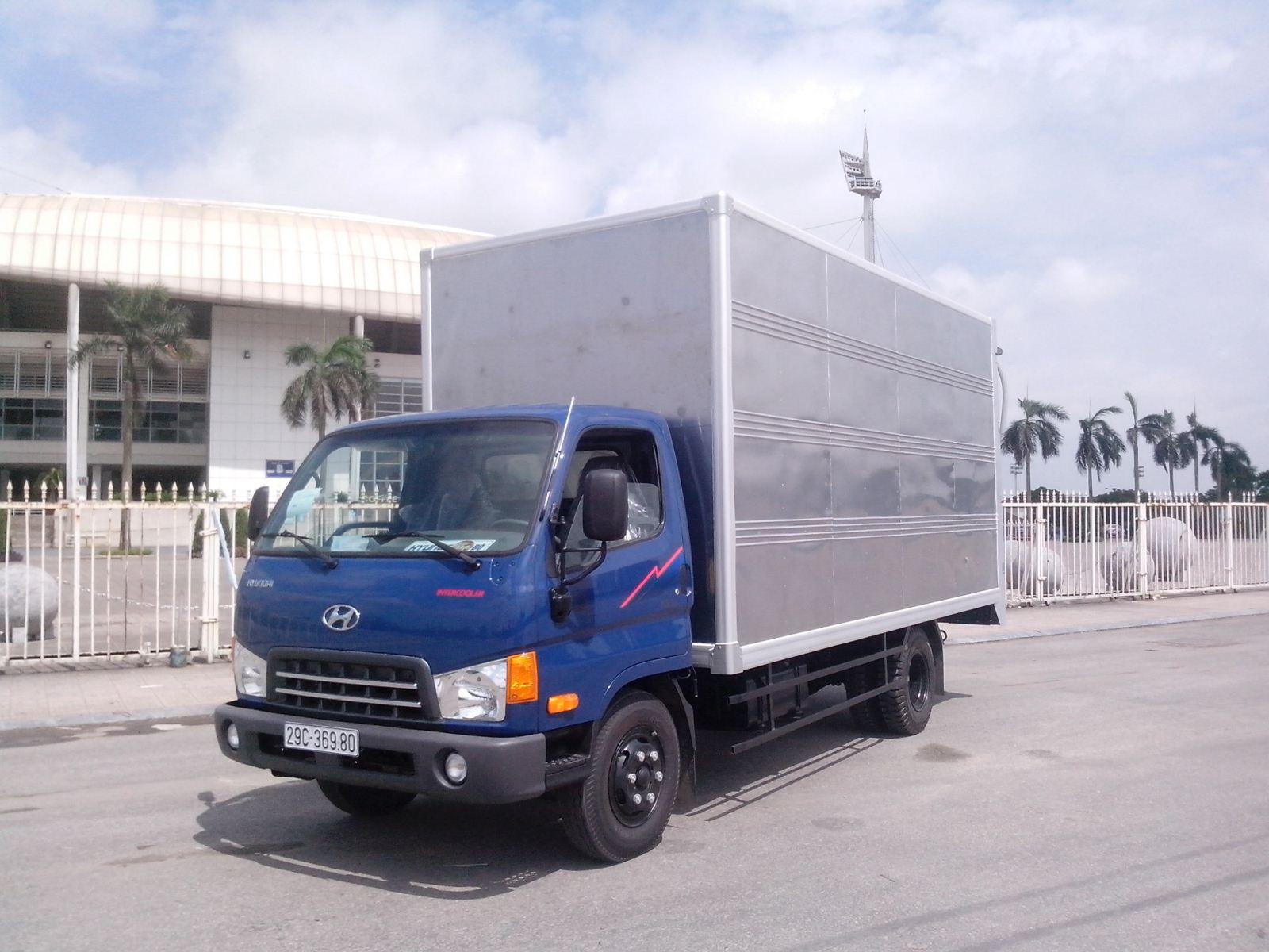 Xe tải hyundai HDV450 4,5 tấn thùng kín bảo ôn