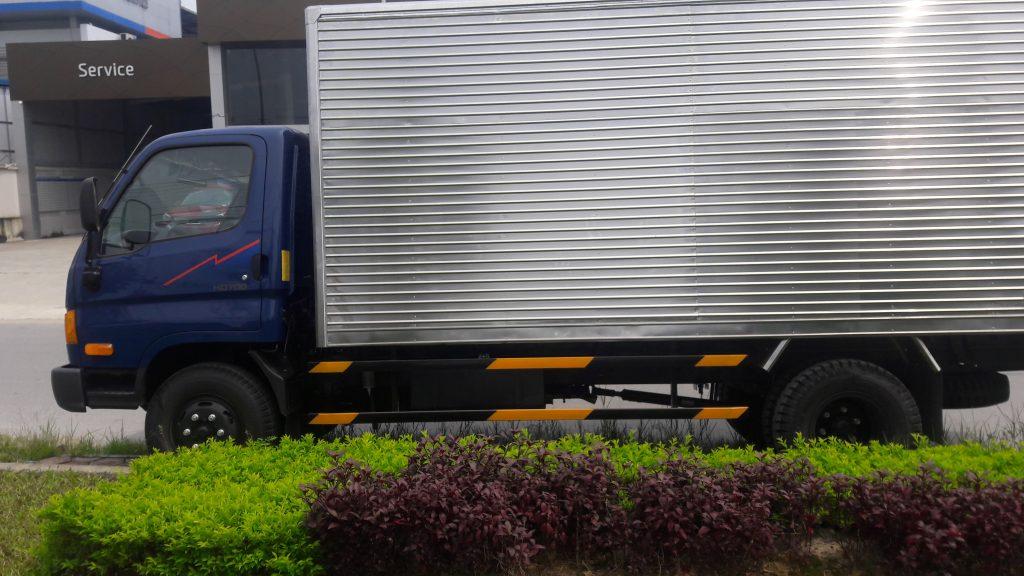 Thùng kín xe tải hyundai hd700