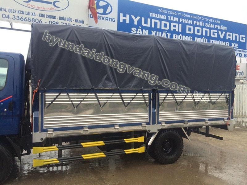 xe tải hyundai hd700 6.5 tấn nâng tải thùng bạt