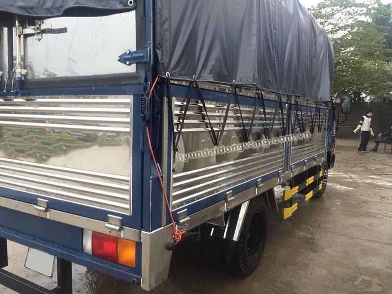 xe tải hyundai hd700 thùng bạt