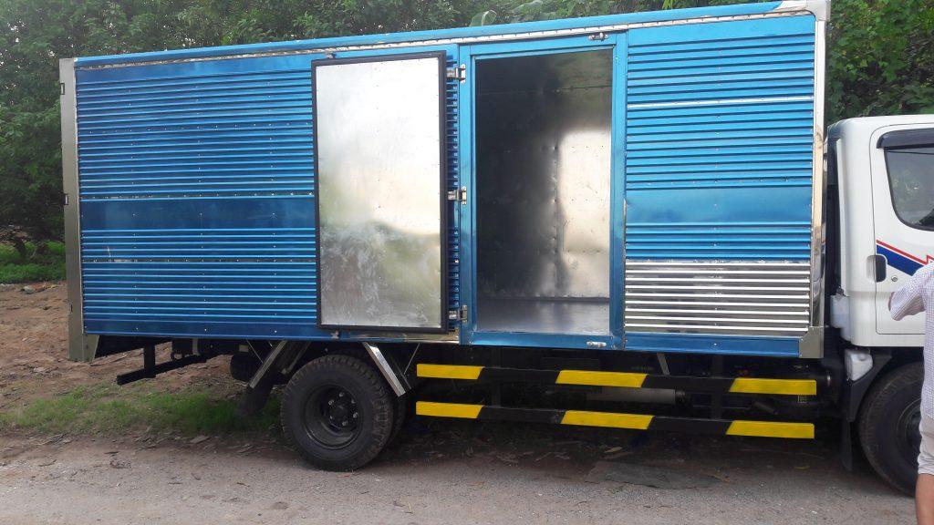 Xe tải hyundai hd700 thùng kin